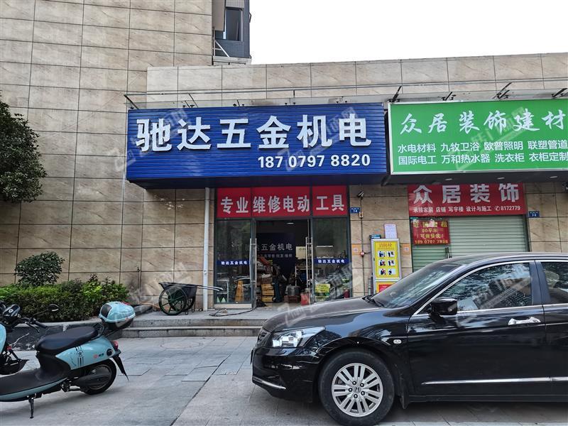 中央城和九铭广场十字路口店铺转让,只要8000,行业不限